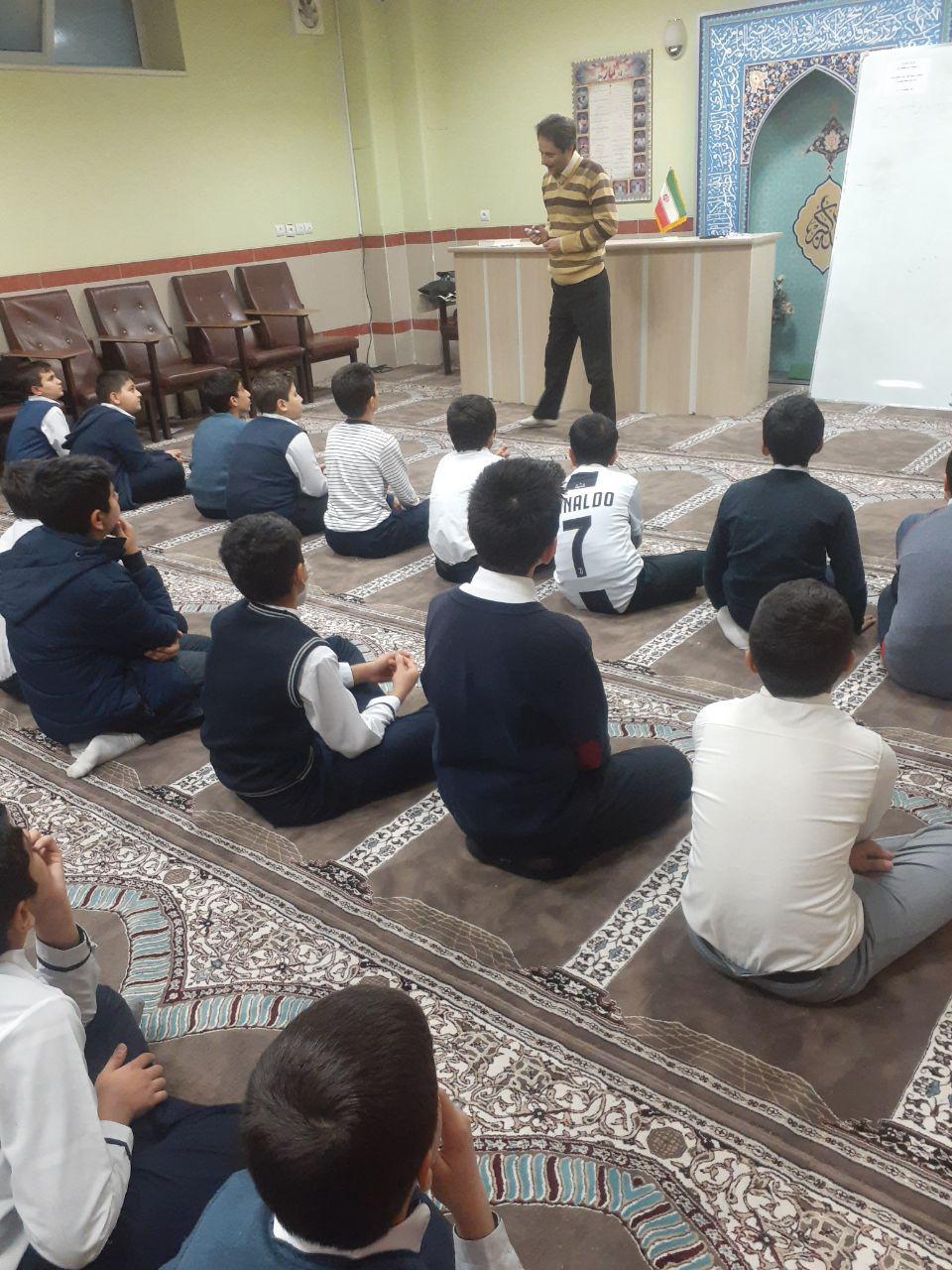 نقش مسئولین مدرسه  در رشد و بالندگی دانش آموزان